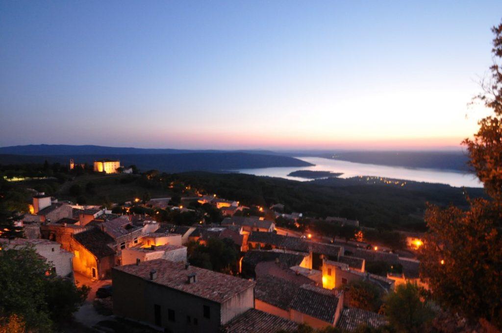 vue du village d' Aiguines de nuit